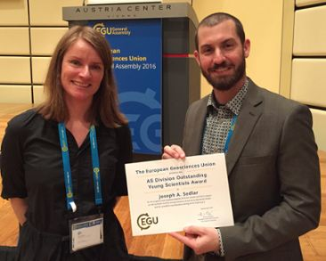 Annica Ekman and Joseph Sedlar with the award from EGU