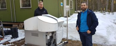 Salomon Eliasson and Leonardo Porcacchia and the cloud radar in Norunda.